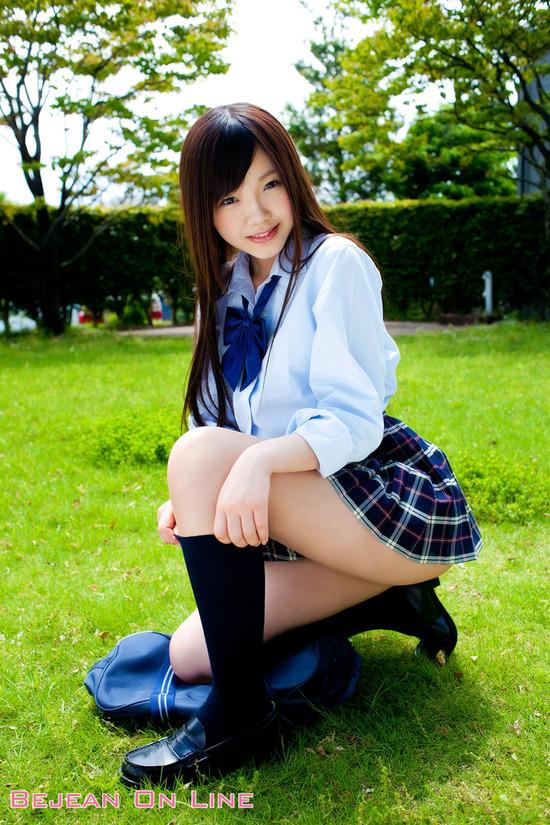 松岡里英5女子高生制服画像 (1)