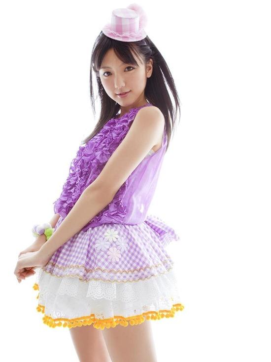 真野恵里菜8帽子紫ブラウス画像 (3)