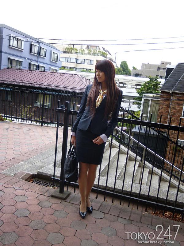 変態ドMっ娘3OL制服で散歩する画像 (1)