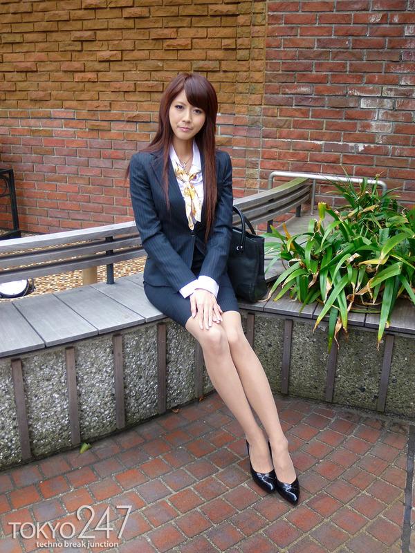 変態ドMっ娘3OL制服で散歩する画像 (6)