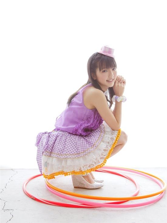 真野恵里菜8帽子紫ブラウス画像 (9)