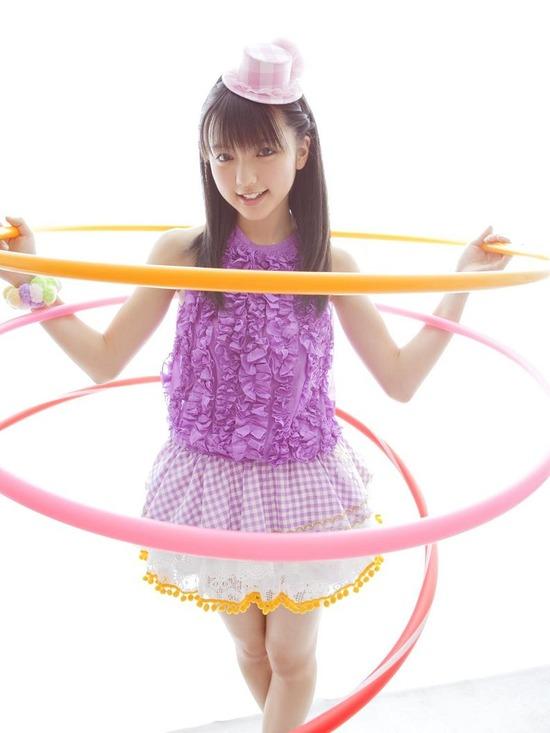 真野恵里菜8帽子紫ブラウス画像 (4)