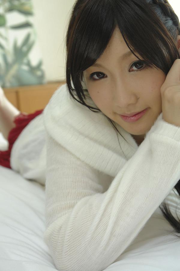 真白みな9着衣画像 (2)