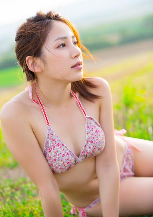 吉川友5柔肌ビキニ水着画像  (1)