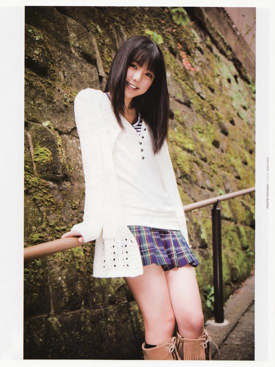 真野恵里菜8チェックスカート画像 (1)