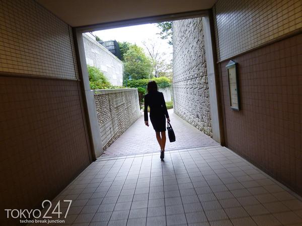 変態ドMっ娘3OL制服で散歩する画像 (4)