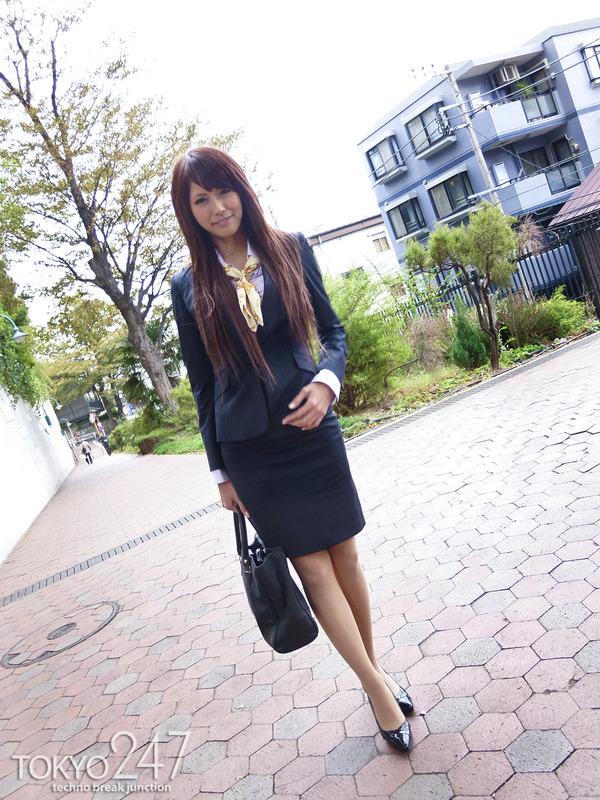 変態ドMっ娘3OL制服で散歩する画像 (3)