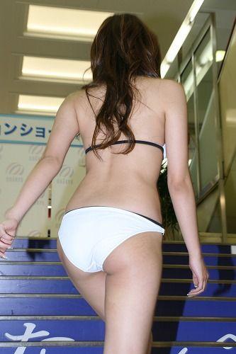 NEWS ZEROの山岸舞彩アナの美脚画像036