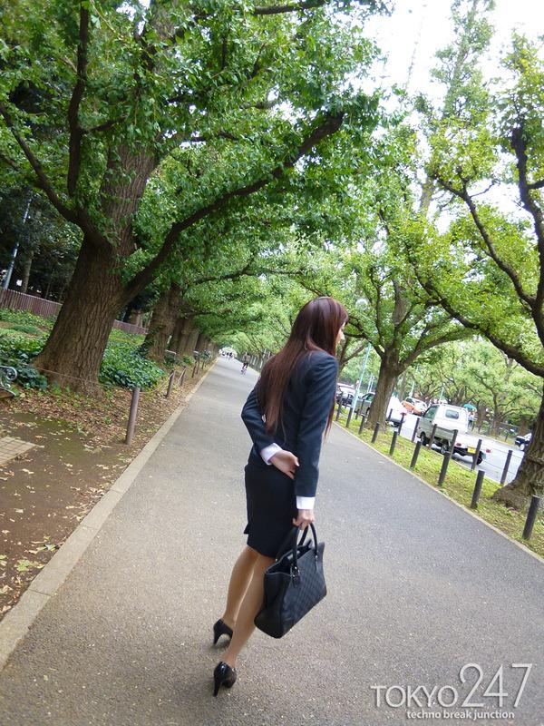 変態ドMっ娘4OL制服で散歩する画像 (8)