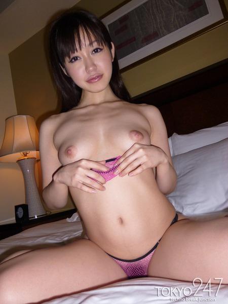 篠田ゆう6美乳画像 (1)