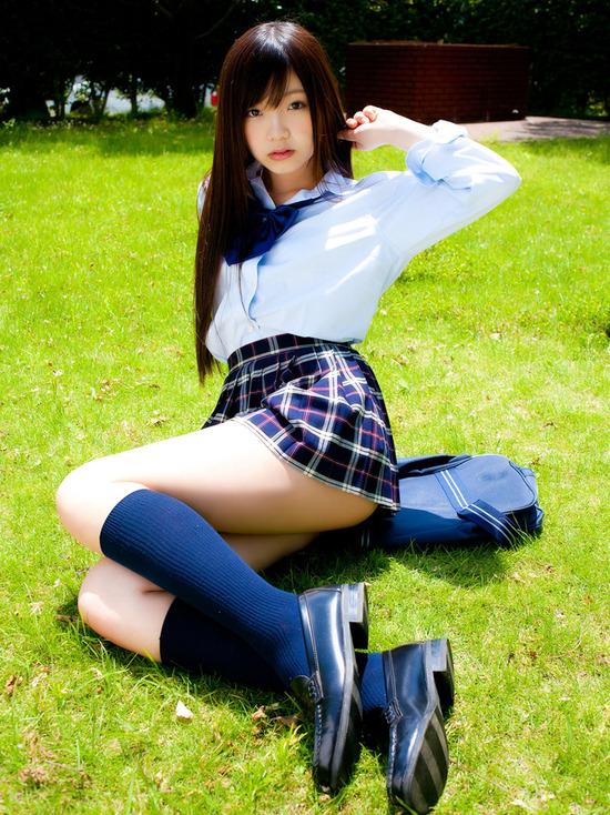 松岡里英4女子高生制服画像 (6)