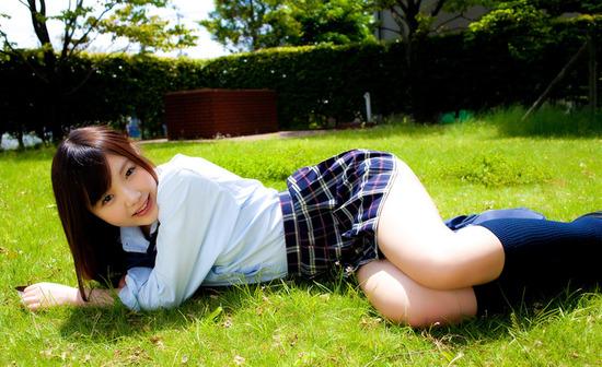 松岡里英4女子高生制服画像 (5)