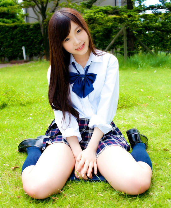 松岡里英4女子高生制服画像 (3)