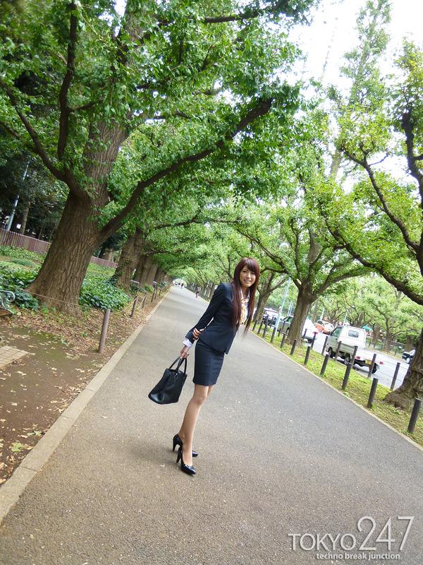 変態ドMっ娘4OL制服で散歩する画像 (5)