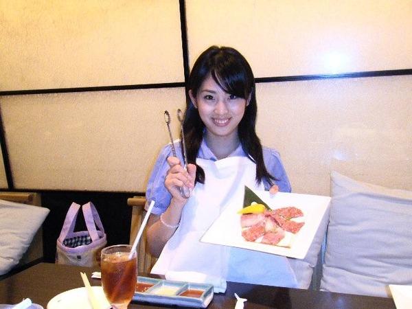本仮屋リイナ9食事中の画像 (3)