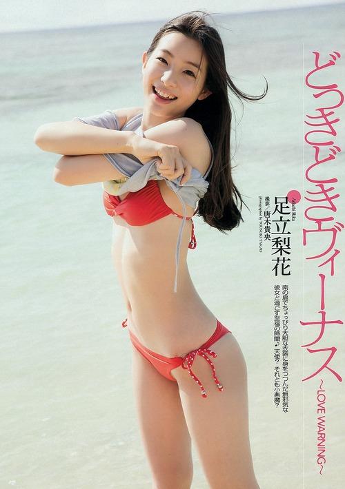 足立梨花のお尻が魅力的なグラビア画像018