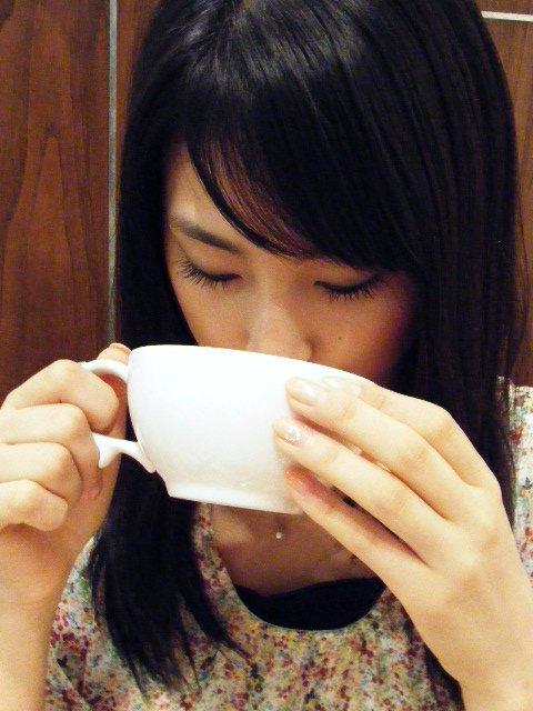 本仮屋リイナ9食事中の画像 (8)