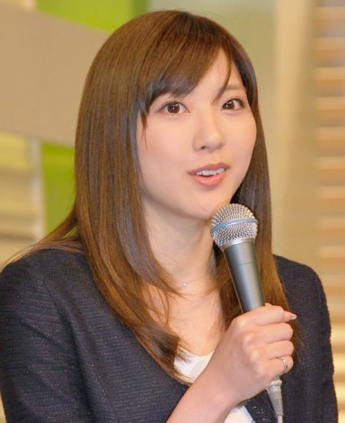 NEWS ZEROの山岸舞彩アナの美脚画像014