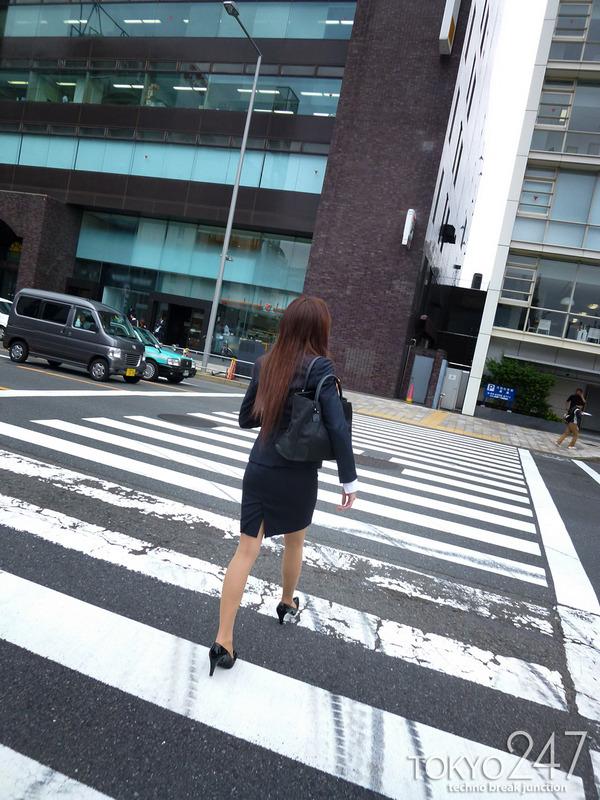 変態ドMっ娘4OL制服で散歩する画像 (3)
