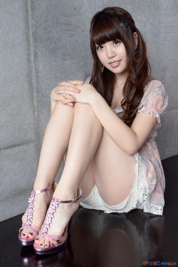 白石みずほ8フレアスカート画像 (1)