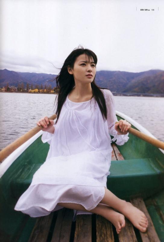 松岡茉優8グラビア画像 (3)