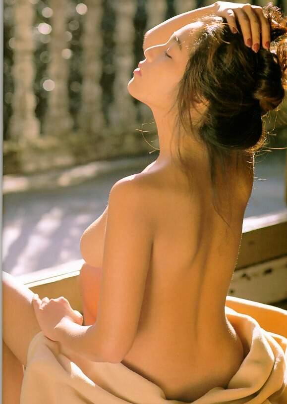 飯島直子1美乳首画像 (7)