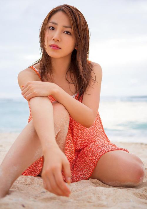 吉川友6セクシーポーズ画像 (3)