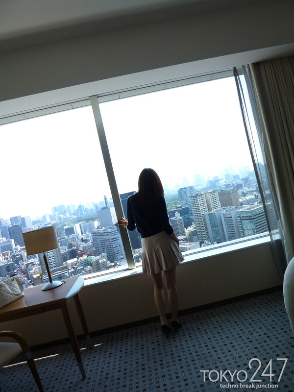 22才お嬢様ふう美女かほ4ラブホチェックイン画像 (3)