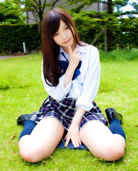 松岡里英4女子高生制服画像 (4)