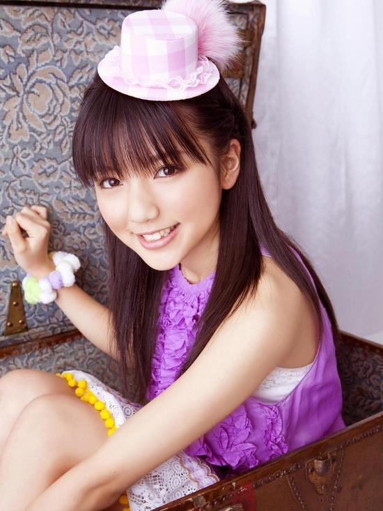 真野恵里菜8帽子紫ブラウス画像 (6)