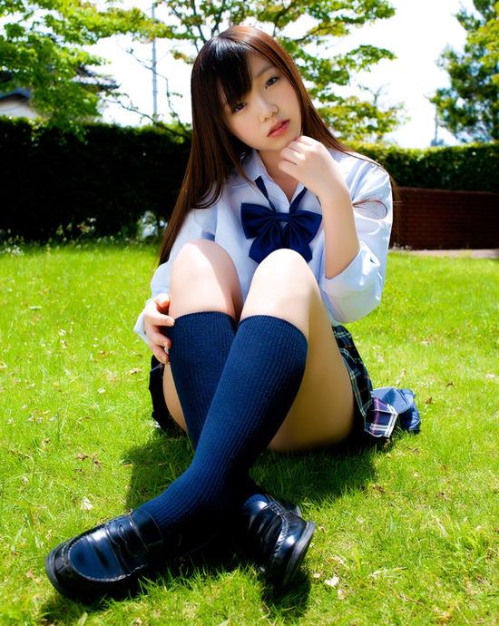松岡里英4女子高生制服画像 (8)