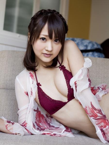 浜田翔子赤ビキニ水着画像 1 (1)