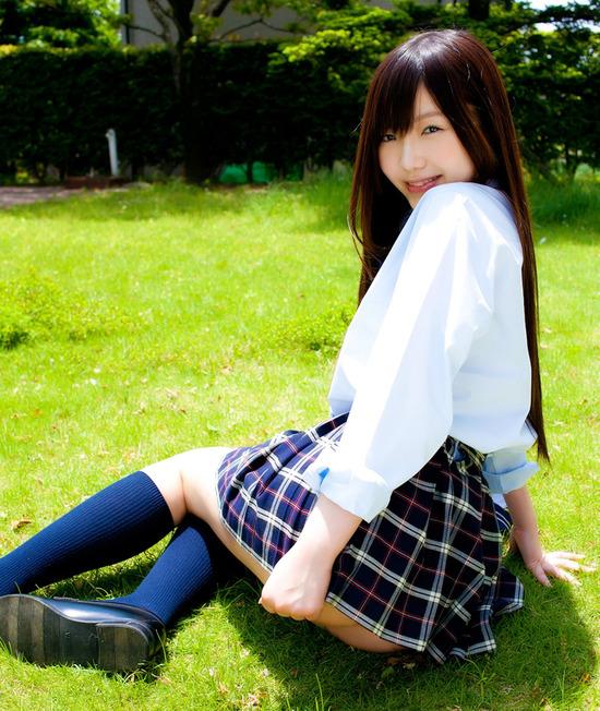 松岡里英4女子高生制服画像 (7)