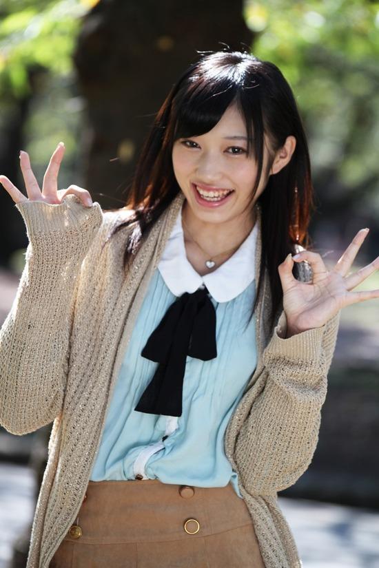小蜜こと副島美咲9ブレザー制服画像 (2)