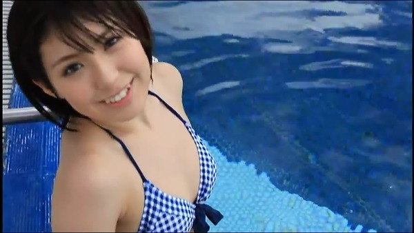 佐武宇綺2プールででビキニ水着画像 (4)