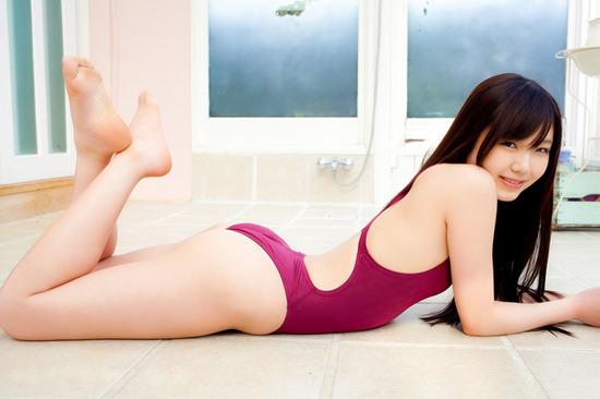 松岡茉優2競泳水着画像 (1)