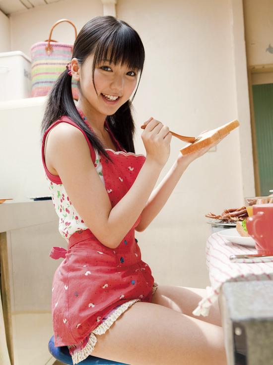 真野恵里菜8ホットパンツ画像 (7)