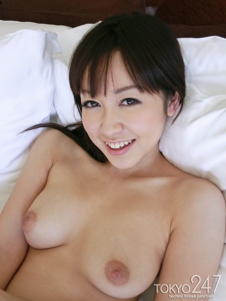 篠田ゆう4全裸ベッド画像 (2)