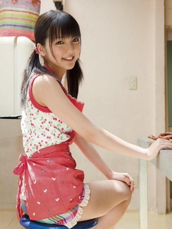 真野恵里菜8ホットパンツ画像 (6)