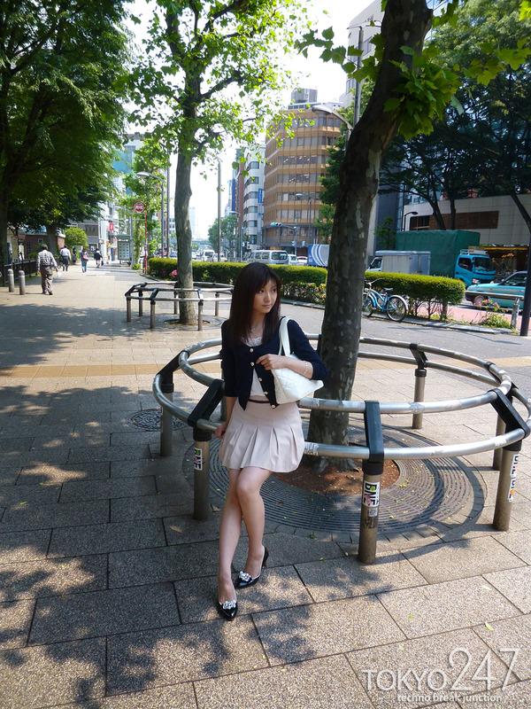22才お嬢様ふう美女かほ7公園デートの画像 (9)