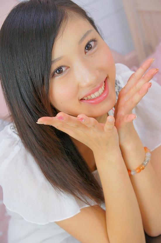 小蜜こと副島美咲9ふわふわワンピース画像 (1)