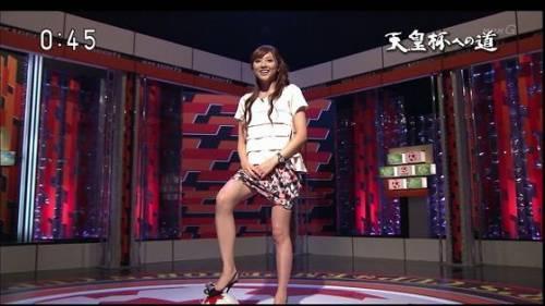 NEWS ZEROの山岸舞彩アナの美脚画像029