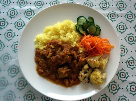 イエローチキンカレーと野菜の付け合わせ2
