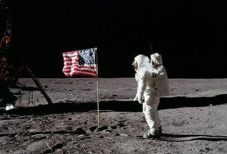 アポロ陰謀論