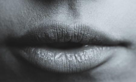 若い女性にも舌がんが増加