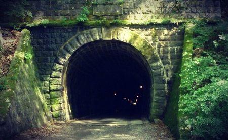 トンネルの心霊都市伝説