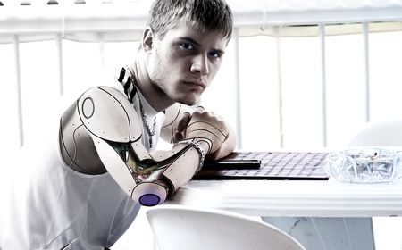 体をサイボーグ化し人工知能と融合