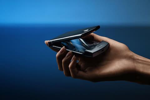 Motorolaが、縦2つ折りスマートフォン「Motorola Razr 2019」を発表