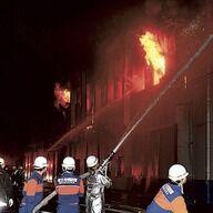 福島の半導体工場爆発、二人がやけどの重傷