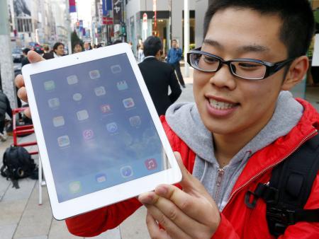 iPadAirの恒例行列、アップルストア銀座では朝8時に300人越え